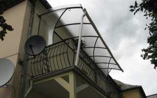 Установка козырька над балконом из поликарбоната