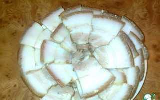Мясные прослойки с салом в луковой шелухе