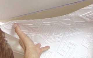 Разные обои: как клеить на потолок своими руками