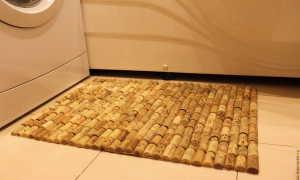 Простой способ сделать коврик для ванной из винных пробок